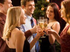 Встречаем гостей на праздник: правила этикета