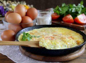 Омлет из яиц на сковороде